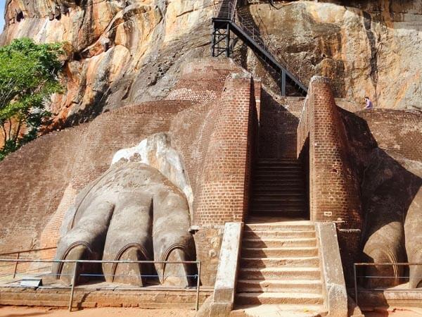 Sigiriya-Lion-Paw-Gate